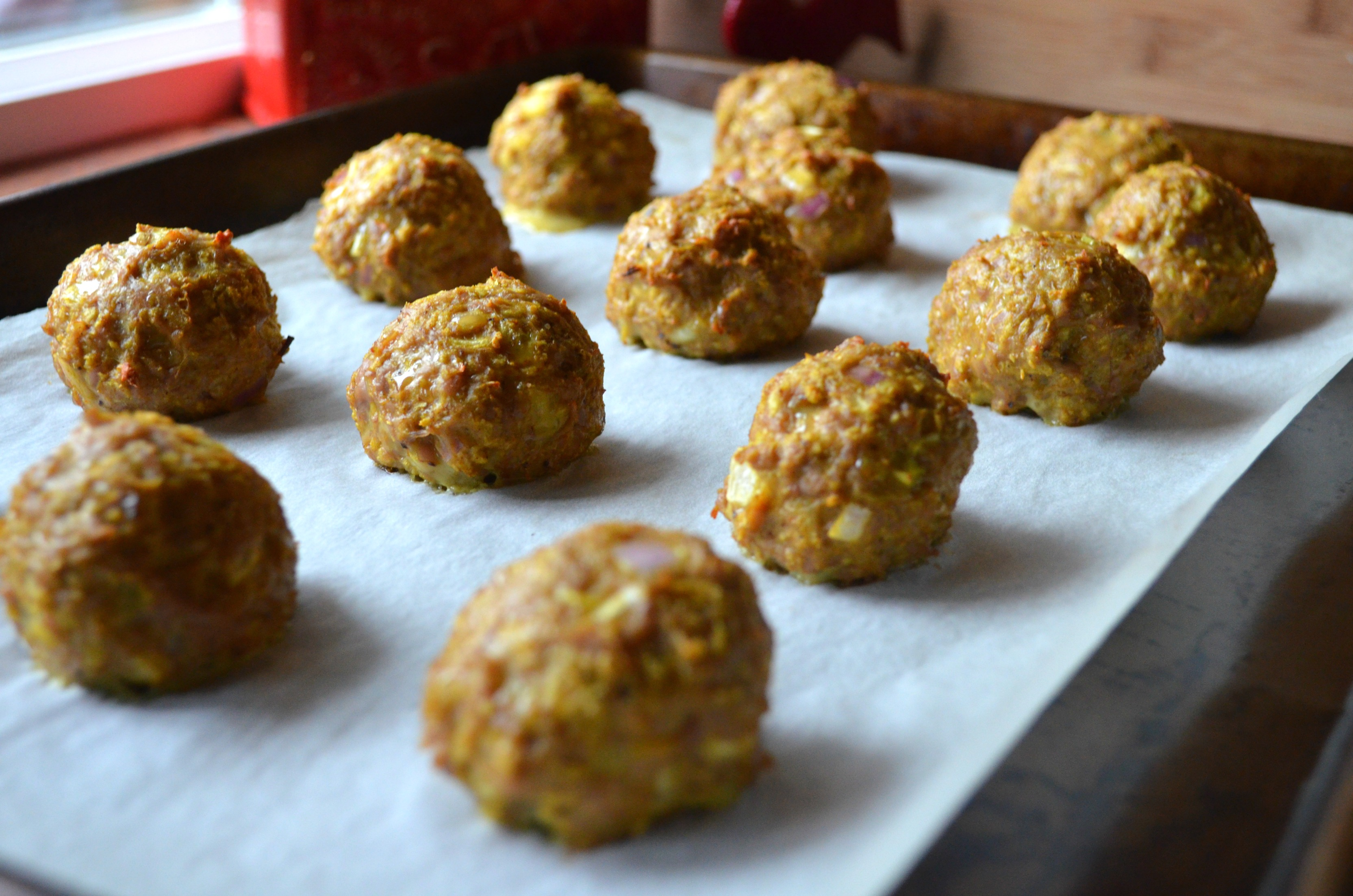 Turkey meatballs with curry spices and fresh apple