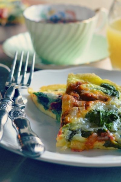Frittata prepared with fresh spinach and pomodor sauce