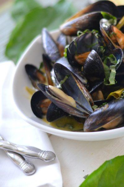 Thai Green Curry Steamed Mussels // Karista's Kitchen